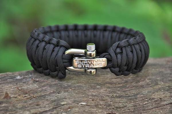 How a Paracord Survival Bracelet Can Help Save Your Life